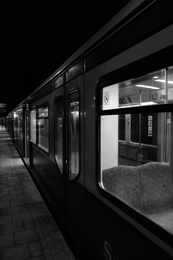 Sony RX100: An empty S-Bahn train in winter after a glance encounter