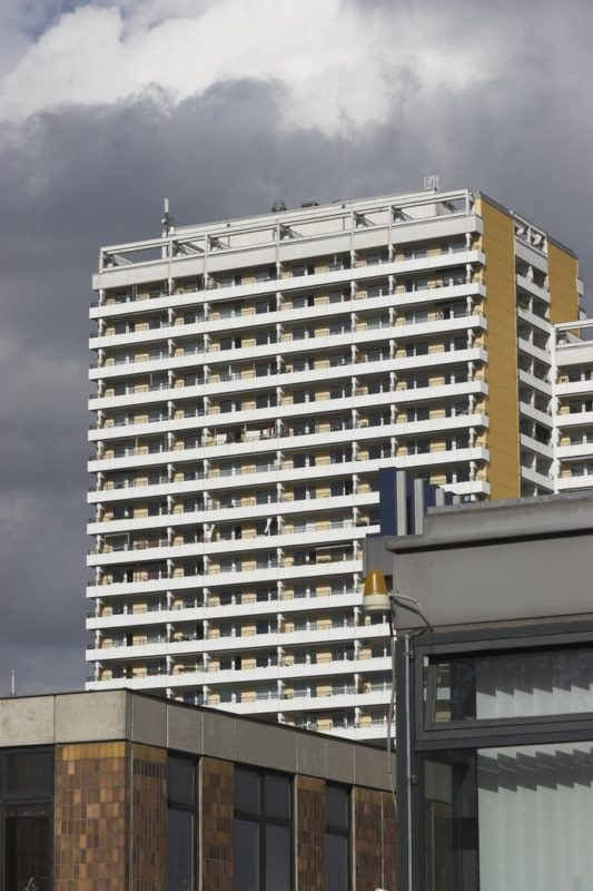 Canon EOS 20D and Sigma AF 70-300nd: Highrise Apartment Block